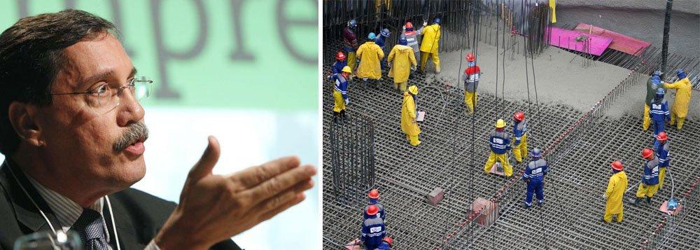 """Sugestão do colunista para a """"situação atual"""", de investigações de propina e suborno entre empreiteiras e a Petrobras, """"é a abertura do mercado a empresas estrangeiras, o que é proibido por lei no Brasil""""; ele diz que ideia """"nunca prosperou devido a um forte lobby das empreiteiras"""""""