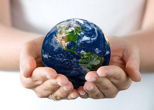 Devemos mudar nosso olhar sobre a Terra, a natureza e sobre nós mesmos. Ela é nossa grande mãe que como  nossas mães merece respeito e veneração
