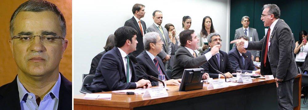 Segundo o colunista Kennedy Alencar, o bate-boca entre deputados na CPI da Petrobras ocorreu após queixa do PSOL de que a cúpula fez uma proposta de investigação que preserva as empreiteiras; essas empresas financiaram os principais nomes da CPI; o PT também reclama que o PMDB isolou o governo com a criação de quatro sub-relatorias
