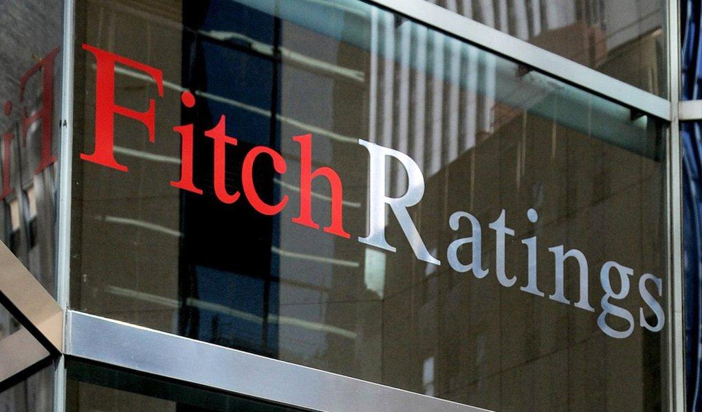 """A agência de classificação de risco Fitch Ratings manteve inalteradas as notas de risco das instituições financeiras do Brasil; apesar disto, a agência destaca que """"acredita que a lucratividade do setor diminuirá em 2015""""; a situação,ainda segundo a instituição,é """"estável até o momento, mas tempos difíceis estão a caminho"""""""