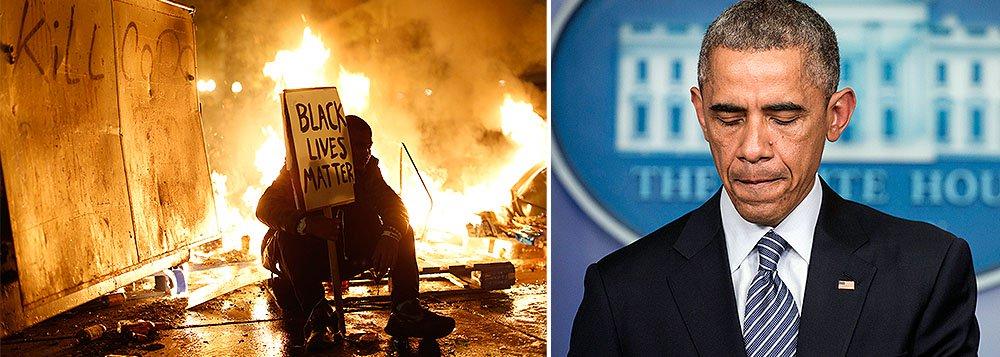 """O presidente dos Estados Unidos, Barack Obama, pediu aos norte-americanos que sejam """"construtivos"""" no debate sobre as tensões raciais e a aplicação da lei, depois que um policial branco foi inocentado no caso do assassinato de um adolescente negro desarmado em Ferguson, no Missouri; episódios de violência foram desencadeados nesta madrugada após o anúncio da absolvição de Darren Wilson, que matou a tiros Michael Brown, de 18 anos, em agosto"""