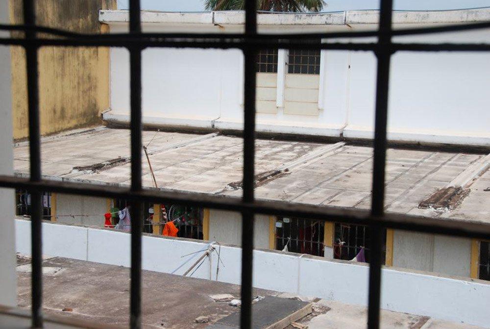 Dois presidiários foram encontrados mortos no Centro de Detenção Provisória do Complexo Penitenciário de Pedrinhas, em São Luís; os detentos foram identificados como Rogério Correia de Jesus e Otávio de Jesus Ferreira; estas são as primeiras mortes registradas no Complexo de Pedrinhas em 2015; no ano passado, 16 presos morreram no sistema penitenciário do Maranhão, e, em 2013, número chegou a 60 mortes