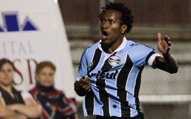 Zé Roberto estaria pedindo um contrato de duas temporadas, mas após reuniões com a diretoria palmeirense neste fim de semana, ficou acertado o vínculo até o fim do ano que vem