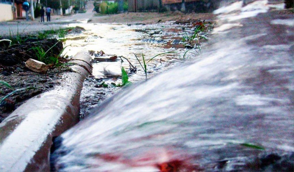 Pesquisa do Instituto Trata Brasil, divulgada nesta quarta-feira 25, aponta que o volume de água desperdiçado devido às perdas na rede de distribuição ao longo do ano de 2013 equivale a 6,5 vezes a capacidade do Sistema Cantareira ou 7.154 piscinas olímpicas