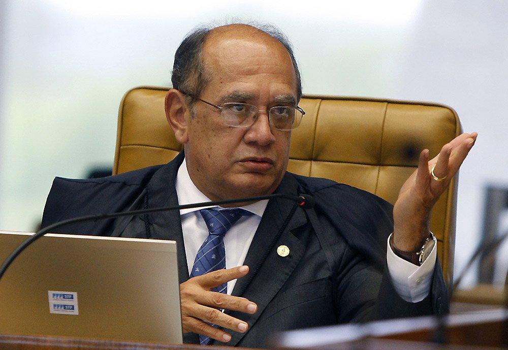 """Ministro do STF Gilmar Mendes surpreendeu ao dizer nesta sexta-feira, 13, que o impeachment da presidente Dilma Rousseff seria uma """"situação extrema""""; """"Não vou falar sobre isso. É uma situação política extrema. Teria de haver uma denúncia e depois uma tramitação no Congresso. Mas isso é um modelo de complexidade extrema. Quem tem competência é o Congresso. Em geral, não bastam somente os fatos. Não vejo razão"""", afirmou Gilmar, durante coletiva de imprensa, em Porto Alegre"""