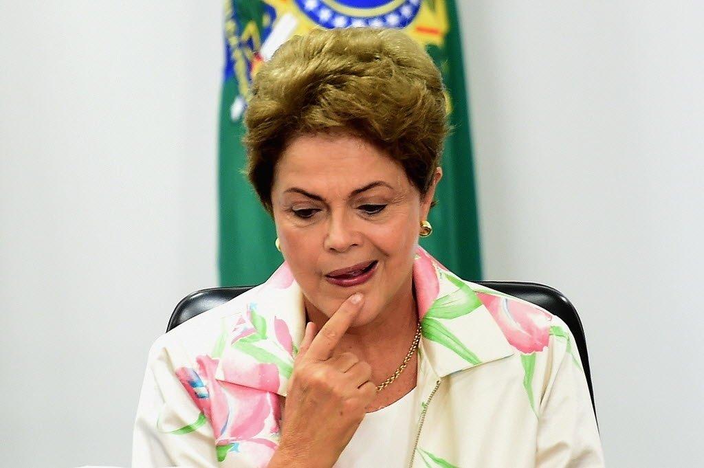 Numa visão bem simplista, Dilma Rousseff poderia sair de seu governo como heroína se usasse sua autoritária personalidade para cortar 10 ministérios. Assim, rápido, na raiz. Ou 15, sem problema