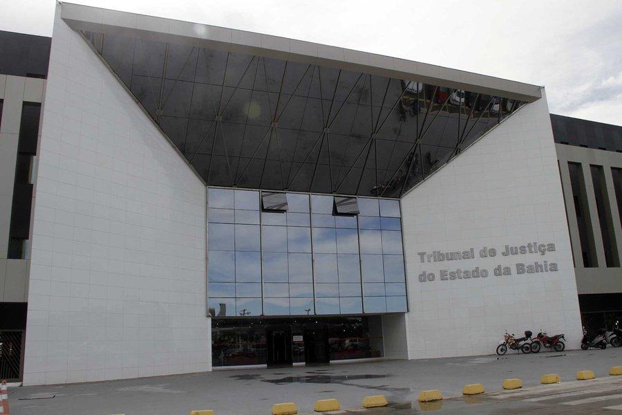 Números do Conselho Nacional de Justiça (CNJ) revelam que o Tribunal de Justiça da Bahia (TJ-BA) é a pior corte do País no julgamento de casos de corrupção; o compromisso de julgar os casos de improbidade administrativa e crimes contra administração pública foi assumido pelos presidentes dos tribunais brasileiros em 2013; na Bahia, o acervo de processos de casos de corrupção é de 7.233, mas apenas 559 foram julgados no ano de 2014