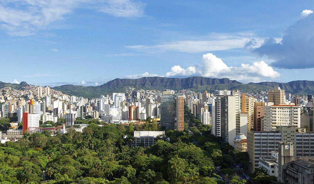 É que aponta o Índice de Transparência 2014; segundo o levantamento, a capital mineira atingiu nota total de 5,50, empatada com João Pessoa (PB); com nota de 8,70, Recife (PE) lidera a lista, seguida por Vitória (ES), São Paulo (SP) e Curitiba (PR) completam as primeiras colocações. A pior colocada foi a sergipana Aracaju, com uma pontuação de 1,36