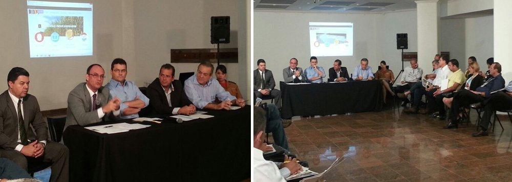 Representantes dos partidos que formam a Frente de Oposição em Alagoas participaram de mais um Seminário Temático Produtivo Social; o tema em debate foi Segurança Pública no Estado; objetivo desses eventos é contribuir com a elaboração do plano de governo do PMDB