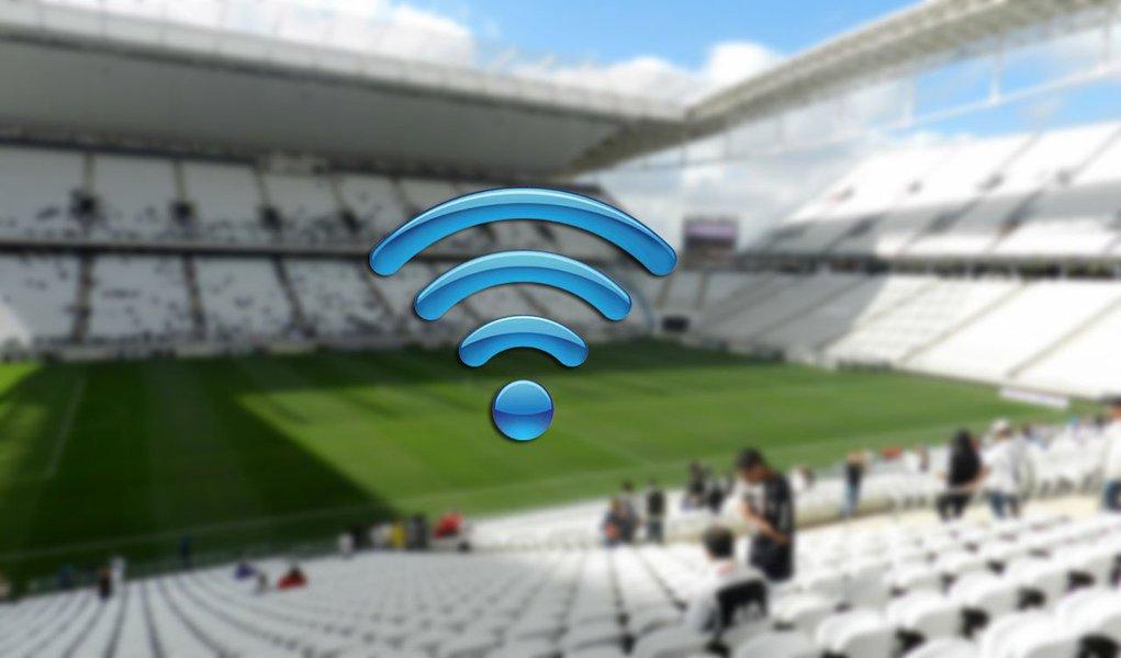 Motivo foi a falta de acordo entre as operadoras de telefonia e as administrações dos estádios;na Arena Corinthians (São Paulo), Arena Pernambuco (Recife), Arena das Dunas (Natal), no Estádio Castelão (Fortaleza), Mineirão (Belo Horizonte) e na Arena da Baixada (Curitiba), os torcedores contarão apenas com 3G e 4G