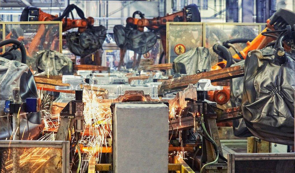 Confederação Nacional da Indústria (CNI) anunciou nesta sexta-feira 11 nova projeção para o PIB, que caiu de 2,1% para 1,8% este ano; foram reduzidas também pela entidade aestimativa de crescimento da indústria e a projeção dos investimentos