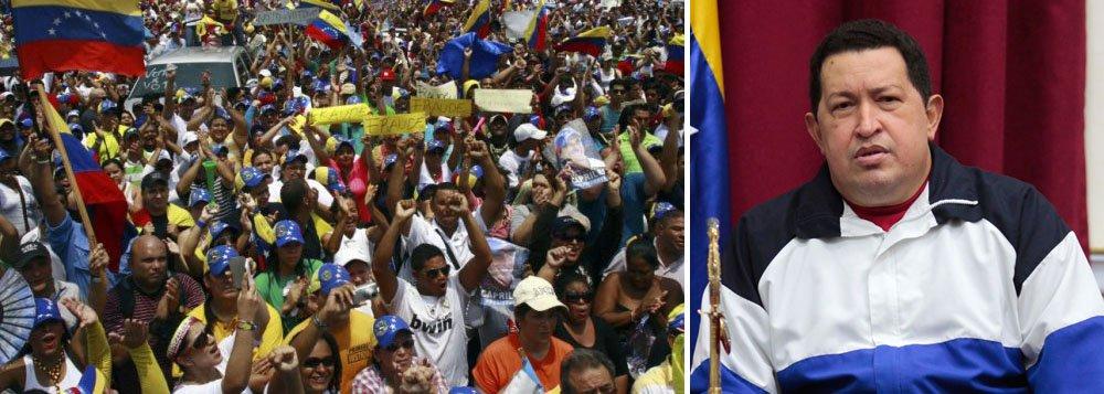 Mesmo enquanto estudantes armavam ainda barricadas em algumas cidades e ativistas realizavam novas manifestações, o governo de Nicolás Maduro organizava grandes cerimônias para homenagear Hugo Chávez na quarta-feira, no primeiro aniversário de sua morte