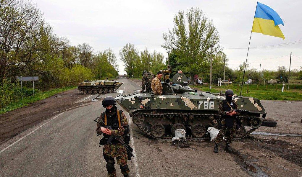 """Forças Armadas ucranianas """"limparam completamente a zona separatista do sul e de parte da região de Donetsk, a Leste, e o norte da região de Lugansk"""", disse o ministro da Defesa, Mykhailo Koval; o objetivo, segundo ele, é impedir """"que a gangrena se espalhe"""""""