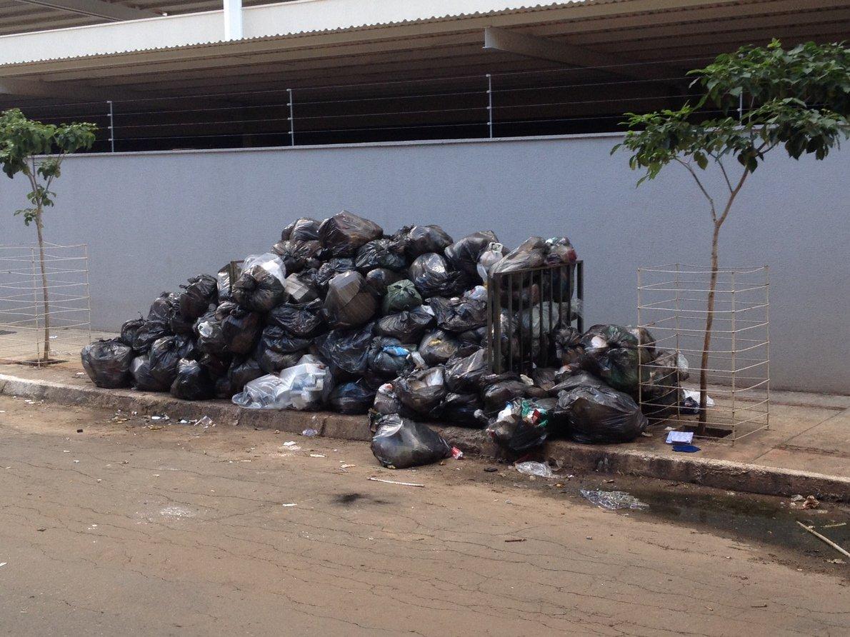 lixo goiania