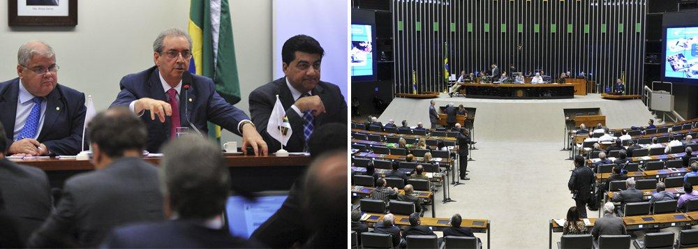 """Deputados do PMDB aprovam moção em solidariedade ao líder, Eduardo Cunha (RJ); segundo os peemedebistas, críticas ao parlamentar """"extrapolam o patamar da civilidade, sobretudo nas relações políticas""""; nota em solidariedade afirma ainda: """"os ataques ao nosso líder são ataques ao PMDB. A bancada manifesta sua solidariedade ao deputado Eduardo Cunha e reafirma confiança nele""""; assinada por todos, moção afirma que """"harmonia e coesão"""" da bancada """"incomoda forças políticas"""" com projeto """"hegemônico"""" de poder"""