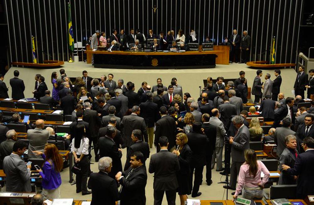 O Congresso Nacional decide, em sessão conjunta da Câmara e do Senado, na próxima terça-feira 18, se mantém 12 vetos da presidente Dilma Rousseff a projetos de lei aprovados pelo Parlamento no ano de 2013; o ponto mais polêmico é sobre o texto que facilita a criação de municípios, vetado integralmente sob o argumento de que a nova lei aumentaria as despesas públicas