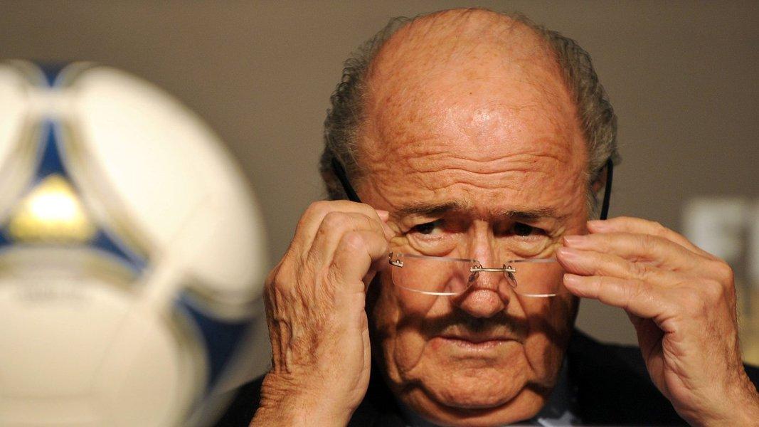 """Presidente da Fifa admite que Mundial de 2014 terá de conviver com manifestações mais estruturadas do que as da Copa das Confederações; segundo o cartola, o Brasil tomou consciência do tamanho do desafio de receber uma Copa tarde demais; """"É o País mais atrasado desde que eu estou na Fifa e, portanto, foi o único que tinha tanto tempo – sete anos – para se preparar"""", disse Blatter, que assumiu suas funções na entidade em 1975"""