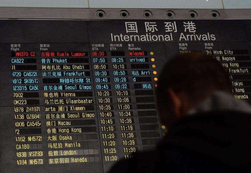 Autoridades da Malásia investigam essa hipótese, reforçada pelo uso de passaportes falsos por dois passageiros do Boeing 777, que desapareceu dos radares no trajeto entre Kuala Lumpur e Pequim
