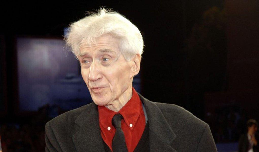 Cineasta tinha 91 anos e foi homenageado na 64ª edição do Festival de Berlim, onde estreou o seu último filme: Amar, Beber e Cantar; Resnais foi um dos expoentes da Nouvelle Vague e também fez história pelos muitos documentários filmados nas décadas de 40 e 40