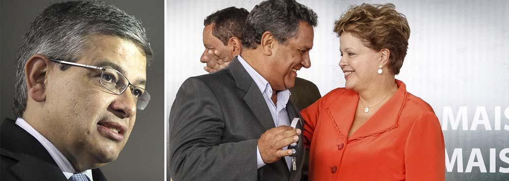 """Presidente do diretório tucano no estado, deputado Marcus Pestana diz em nota que mesmo com """"enormes desafios"""" a serem tratados no País, a presidente coloca como uma """"agenda própria da Presidência e prioritária para o país"""" a entrega de máquinas a municípios mineiros; parlamentar acusa Dilma Rousseff de abandonar o posto e usar a máquina pública para fazer viagens eleitorais"""