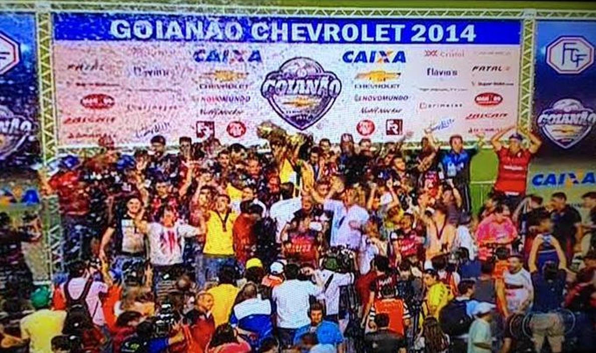 Com gol nos acréscimos, o Atlético venceu o Goiás por 1 a 0, no Serra Dourada, e faturou o título do Goianão 2014; zagueiro Lino foi o autor do gol que garantiu a conquista rubro-negra; Goiás perdeu um pênalti com o experiente Araújo e ainda jogava pelo empate para ser campeão; este é o 13º título goiano do Dragão