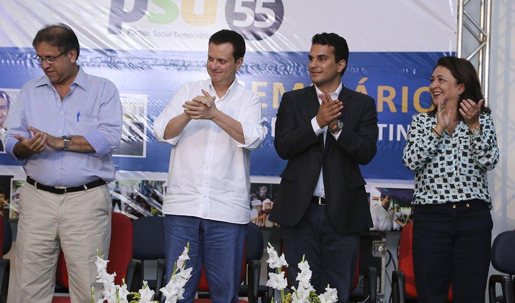 """Em evento do PSD, a senadora Kátia Abreu (PMDB) revelou que o ex-governador Siqueira Campos (PSDB) teria prometido, em 2010, apoiá-la como candidata a governadora nas eleições deste ano, em troca da Kátia apoiar a campanha de Siqueira; """"Kassab me disse que ele iria pedir meu apoio, me prometendo que me apoiaria ao governo em 2014 e me aconselhou: não aceite essa proposta e diga que se for um bom governo, você é quem vai apoiá-lo, se for uma má gestão, você é quem não vai querer apoio dele"""", afirmou Kátia"""