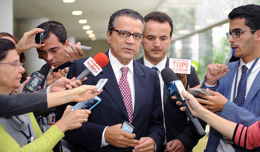"""""""É só alegria, mas é lógico que, em um governo deste tamanho, com dois partidos tão grandes, haja problemas entre os partidos, mas a relação com ela [a presidente Dilma] é boa"""", ressaltou o presidente da Câmara, Henrique Eduardo Alves (PMDB-RN)"""