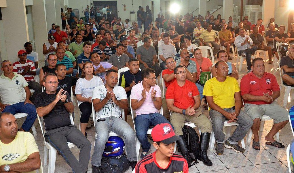 A medida segundo a direção da Associação dos Servidores Militares do Maranhão é uma forma de mostrar o descontentamento da categoria com reajuste salarial de 7%, anunciado na semana passada pela governadora Roseana Sarney (PMDB); com o reajuste um soldado, por exemplo, que recebia R$ 2.396,80 em 2013, a partir de março deste ano, terá uma remuneração de R$ 2.564,58; segundo o governo a partir de 2015, os vencimentos serão acrescidos em 5,6%, já como aplicação do Plano Geral de Cargos e Carreiras do Servidor, os militares reivindicavam aumento de 18%
