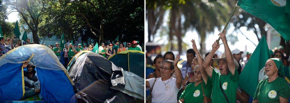 Manifestantes do Movimento Camponês Popular protestam de forma pacífica por melhores condições de trabalho no campo, em frente ao Ministério do Desenvolvimento Agrário (MDA), em Brasília; o ato integra a Jornada de Luta em Defesa da Produção de Alimentos Saudáveis e pelos Direitos das Mulheres Camponesas que vai até amanhã (12)