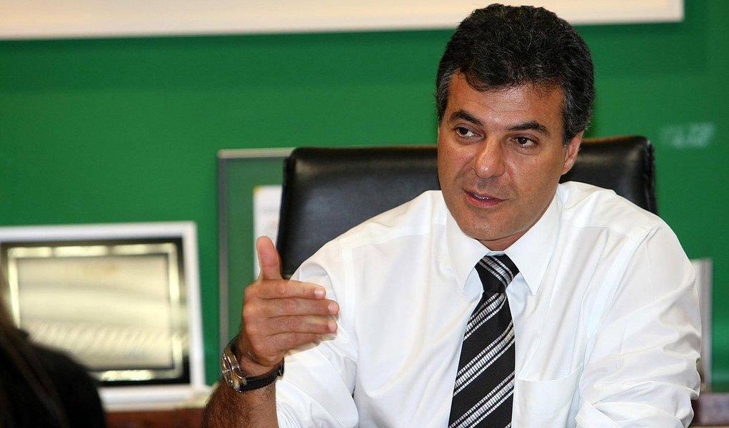 O Partido Social Democrático (PSD), seção Paraná, estuda entregar os cargos que têm no governo Beto Richa (PSDB); os discípulos de Gilberto Kassab na terra das araucárias estão cada vez mais propensos a lançar candidato próprio ou apoiar a senadora Gleisi Hoffmann (PT) na disputa pelo Palácio Iguaçu