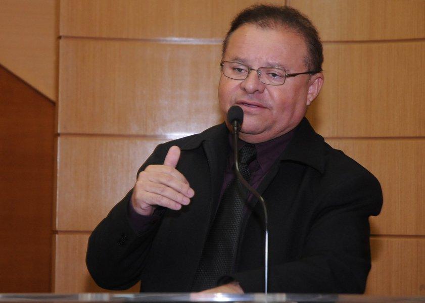 """Deputado assumiu mandato nesta quarta-feira (26) no lugar de Susana Azevedo (ex-PSC) que se tornou conselheira do TCE; """"Essa é uma Casa de 24 deputados e eu fui um dos 24 mais votados. Pela vontade popular eu estaria aqui, desde o início do atual mandato. De qualquer forma, eu respeito a legislação, os três companheiros que tiveram menos votos que eu são respeitados, não têm culpa nenhuma"""", disse Gilmar Carvalho; ele prometeu ser um deputado de posições moderadas:""""Aquilo que for bom para o povo eu estarei tanto fazendo oposição quanto votando a favor"""", disse; mandato terá duração de apenas dez meses"""
