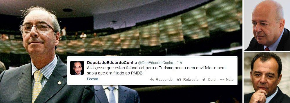 """Líder do PMDB na Câmara nega ter dado aval a indicações para os ministérios da Agricultura e do Turismo; """"Não dei qualquer aval para indicação de qualquer ministro"""", publicou no Twitter; sobre Ângelo Oswaldo, amigo pessoal da presidente Dilma Rousseff, chegou a ser grosseiro: """"Aliás, esse que estão falando aí para o Turismo, nunca nem ouvi falar e nem sabia que era filiado ao PMDB""""; controle das pastas pelo PMDB é forma de acalmar ânimos da crise, mas Eduardo Cunha põe lenha na fogueira; partido negocia com o PT alianças em oitos estados; Dilma se reúne hoje com o governador do Rio, Sérgio Cabral, onde há mais conflitos entre as legendas"""