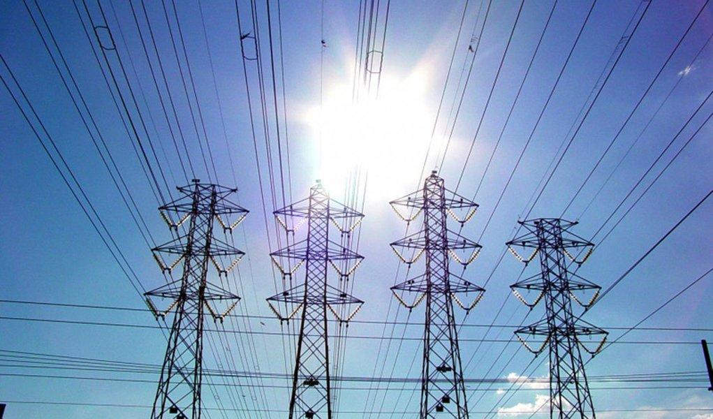 A Agência Nacional de Energia Elétrica (Aneel) aprovou um reajuste de 28,86% para os consumidores residenciais atendidos pela distribuidora AES Sul; para as indústrias, haverá aumento de 30,29%; as novas tarifas entram em vigor a partir do próximo sábado (19) para 1,3 milhão de unidades consumidoras localizadas em 118 municípios do Rio Grande do Sul
