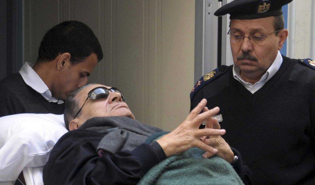 Após decisão da Justiça do Egito, o ex-presidente Hosni Mubarak poderá deixar a prisão, uma vez que não existe mais base legal para sua detenção; um advogado disse à Reuters que o ex-ditador poderá ser solto na quinta-feira