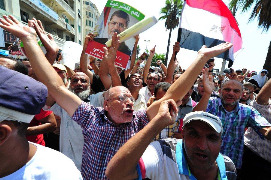 Movimento foi dissolvido pelo regime militar do Egito em 1954, mas se registrou como uma organização não-governamental em março e agora protesta contra a deposição do presidente Mohamed Mursi. Segundo Ministério da Saúde, 173 pessoas morreram na sexta-feira em confrontos com forças de segurança