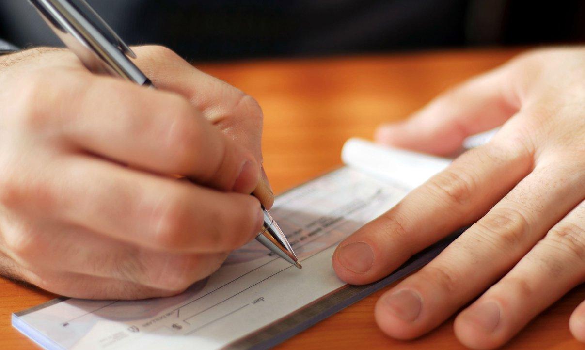"""Instituição informa que durante o mês de janeiro, """"para os cheques datados com o ano de 2013, os bancos vão adotar procedimentos de verificação para checar se os mesmos não foram emitidos além do prazo permitido em norma para sua compensação, que é de seis meses. Se for comprovado que, de fato, houve um equívoco do cliente no preenchimento do cheque, o mesmo será compensado normalmente"""""""