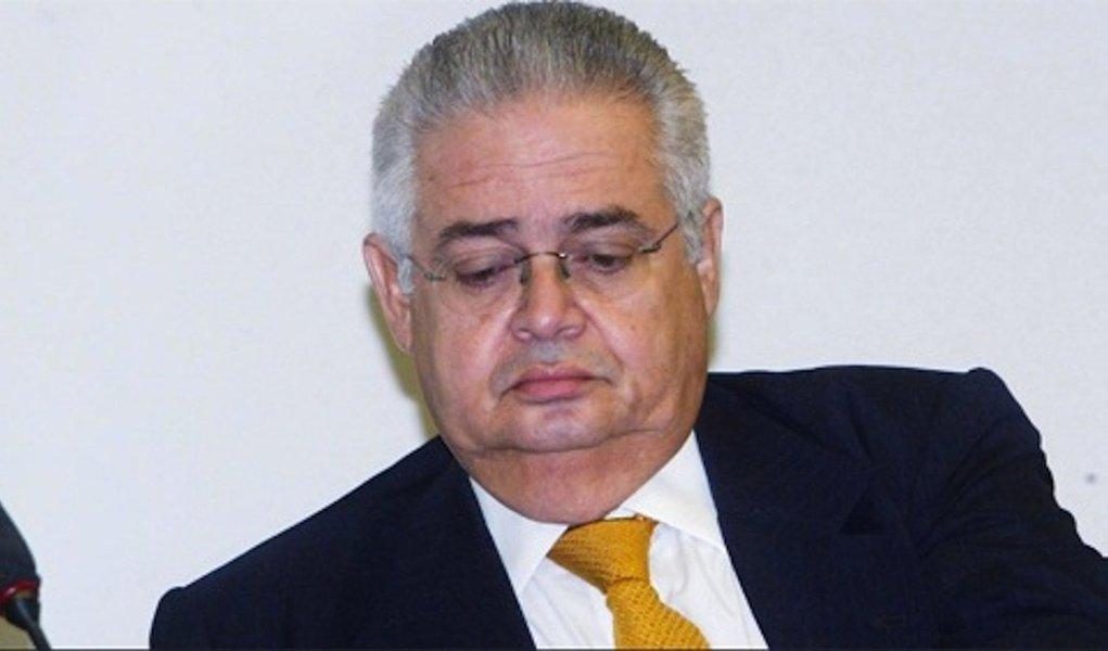 Condenado a sete anos e dois meses de prisão no 'mensalão', o ex-deputado Pedro Corrêa (PP) trabalhará como médico em um Programa de Saúde da Família (PSF), em Santa Cruz do Capibaribe, Agreste pernambucano; o ex-parlamentar, que receberá um salário de R$ 5 mil, cumprirá pena em regime semiaberto, trabalhando durante o dia e retornando à noite ao presídio de Jataúba, cidade de mesmo nome, a 36 quilômetros de distância do seu emprego