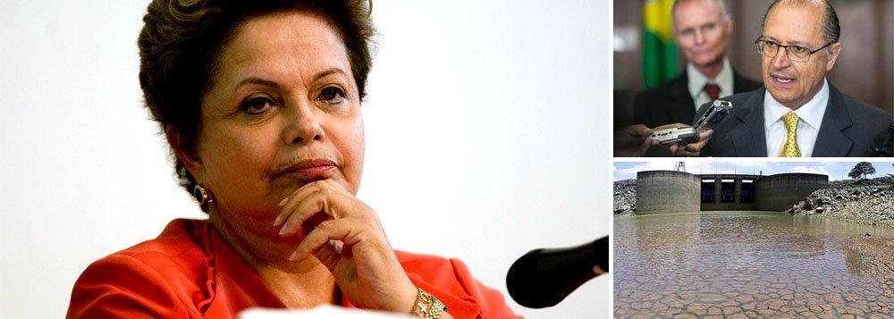 """Em reunião com lideranças da comunidade judaica, na noite desta quarta-feira, em São Paulo, presidente Dilma garantiu que """"não haverá racionamento de energia no Brasil este ano"""", mas acrescentou, em uma provocação indireta ao governador Geraldo Alckmin: """"já o racionamento de água eu não garanto""""; estado de São Paulo sofre com quedas diárias no nível do principal reservatório, o Cantareira"""