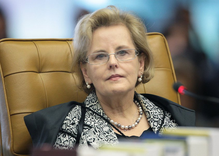 Caso ela transforme em réus três secretários do governo de São Paulo, Edson Aparecido, José Aníbal e Rodrigo Garcia, será acusada de agir assim por ter sido nomeada pela presidente Dilma Rousseff para o cargo