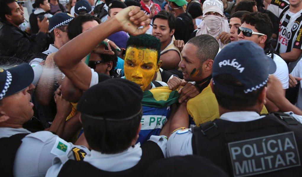 """A Polícia Militar (PM) do Distrito Federal (DF) espera que a Copa do Mundo seja tranquila em Brasília, sem radicalização dos movimentos sociais; """"A gente espera uma certa turbulência até um período anterior [à Copa], mas que, durante o evento, haja tranquilidade maior"""", disse o major Bilmar Ferreira"""