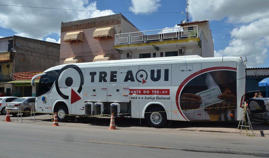 Mais de 200 pessoas são atendidas diariamente no ônibus itinerante do Tribunal Regional Eleitoral do Distrito Federal (TRE- DF), na Administração Regional do Varjão. A equipe itinerante permanecerá no local até o dia 10