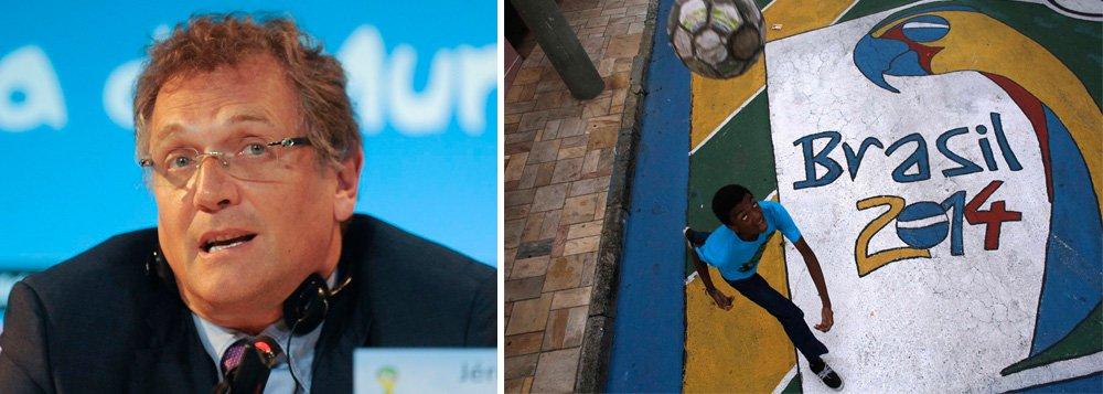 """Em nota divulgada no site da Fifa, secretário-geral da entidade, Jérôme Valcke, diz que""""não resta dúvida de que a febre da Copa do Mundo está começando a pegar nos brasileiros e nos milhões de torcedores por todo o mundo"""", mas admitetambém que só ficará relaxado depois que os jogos inaugurais forem disputados em todas as 12 cidades-sede"""