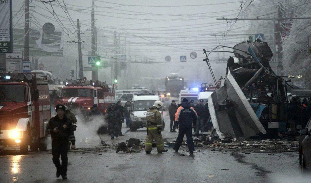 Pelo menos 15 pessoas morreram hoje (30) e 23 ficaram feridas em decorrência de um novo atentado à bomba na cidade russa de Volgogrado; este atentado é o segundo em menos de 24 horas em Volgogrado: ontem, uma explosãoem uma estação de comboios de Volgogrado foi causada por uma mulher-bomba