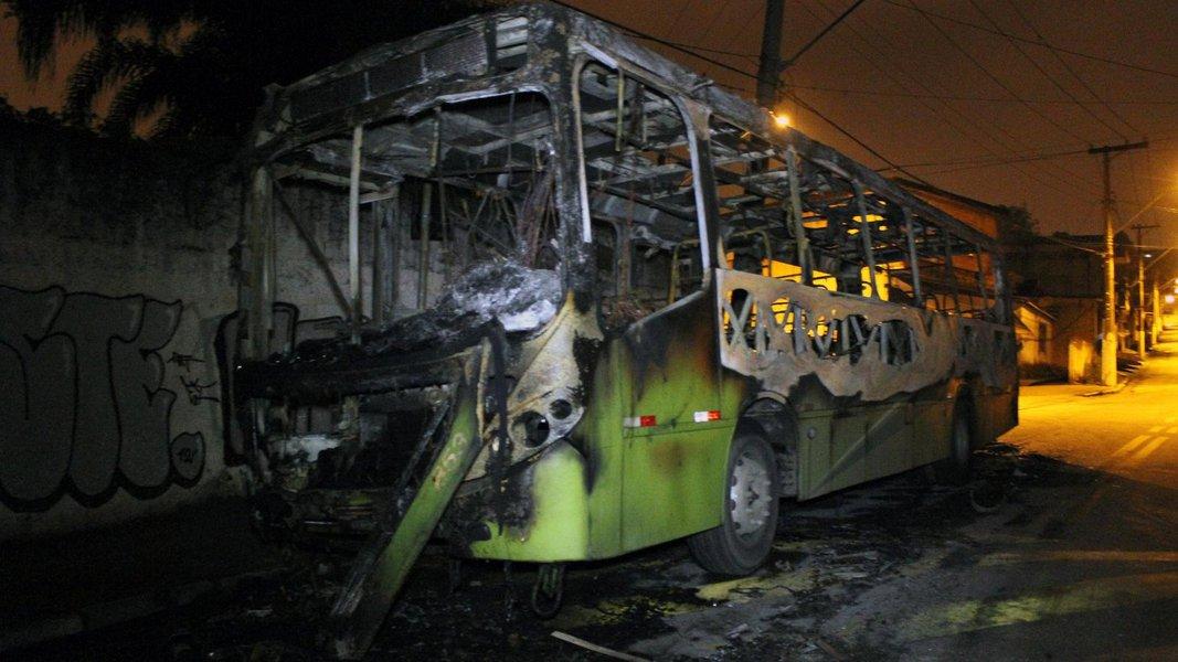 A Secretaria de Segurança Pública do Maranhão informou que oito suspeitos dos atos de vandalismo envolvendo incêndio a ônibus, na sexta-feira, em São Luis, foram presos após uma operação conjunta das polícias Civil e Militar; todos os envolvidos serão apresentados na sede da secretaria