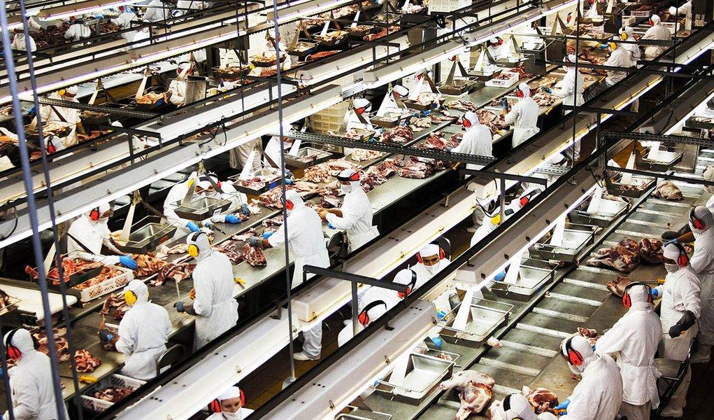 No acumulado de janeiro a março de 2014, as exportações mineiras de carne bovinativeram um aumento de 4,1% em relação ao mesmo período do ano passado, atingindo US$ 101,2 milhões; as de carne suína também aumentaram, superando em 29,1% as exportações em comparação com 2013, ao alcançar US$ 39,1 milhões; os dados são doMinistério de Desenvolvimento, Indústria e Comércio Exterior