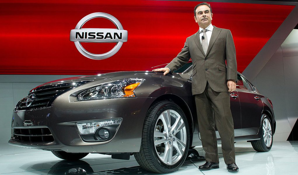 Motor 1.6 16V de 111 cavalos de potência flex será feito, com capacidade de 200 mil/ano, para os modelos Versa e March; segundo Carlos Ghosn, CEO mundial do grupo Renault Nissan, apesar da queda nas vendas do setor no país, o potencial do mercado brasileiro está intacto