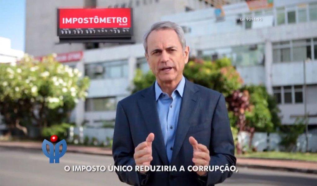 """Detido após suspeita de corromper funcionários públicos que expediam alvarás para seus prédios, Paulo Octávio, ex-vice-governador do Distrito Federal, é uma das estrelas da propaganda institucional do PP; na TV, ele diz que """"o imposto único reduziria a corrupção, a sonegação, as fraudes, aumentaria a arrecadação, a criação de novas empresas, a geração de milhões de empregos e o otimismo do Brasil"""""""