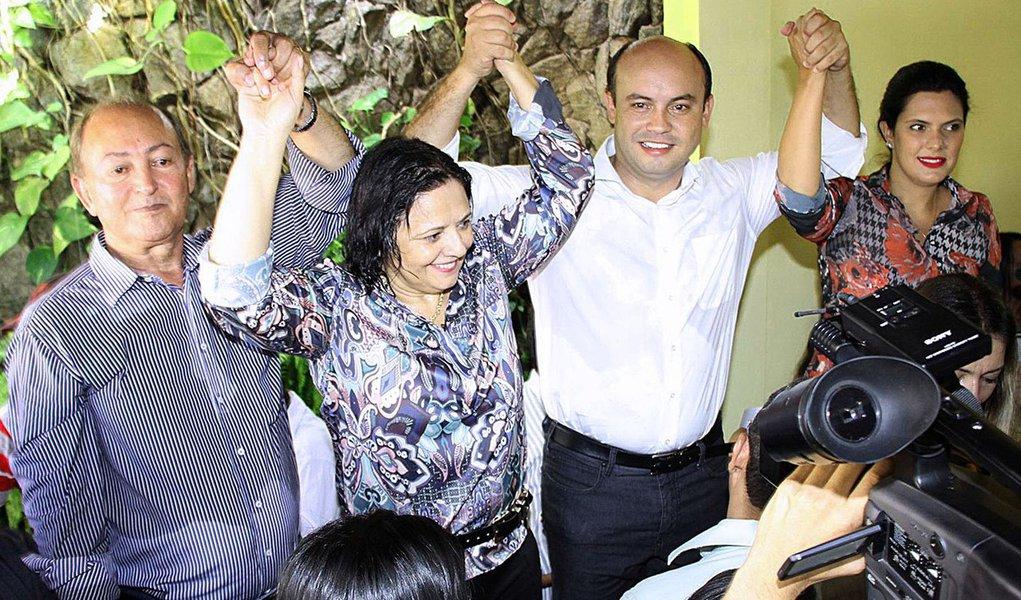 """O PP declarou apoio à reeleição do governador Sandoval Cardoso (SD) durante café-da-manhã nesta quinta-feira, 29, em que reuniu centenas de pessoas em Araguaína; presidente do PP, deputado Lázaro Botelho disse que fez uma consulta e mais de 80% dos convencionais declararam vontade de apoiar a reeleição do governador; """"O perfil de Sandoval e aquilo que ele vem demonstrando no governo e nas conversas com o PP se encaixa bem com o que o partido buscava na candidatura de Roberto Pires"""", afirmou Botelho; Sandoval disse que o momento agora é de """"virar a página das disputas familiares"""" e avisou: """"Todos que quiserem colaborar são bem vindos. Há espaço para todos""""; adesão do PP dá mais musculatura à reeleição de Sandoval"""