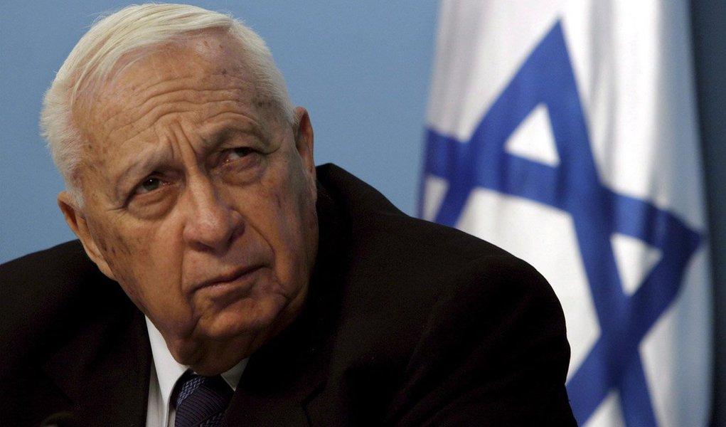 """Em coma desde um derrame em 2006, o ex-primeiro-ministro de Israel piorou, passando para """"extremamente crítico"""" depois que sofreu uma disfunção renal;ex-general e líder de direita ficou conhecido por executar uma dramática reviravolta com a saída de Gaza, em 2005"""