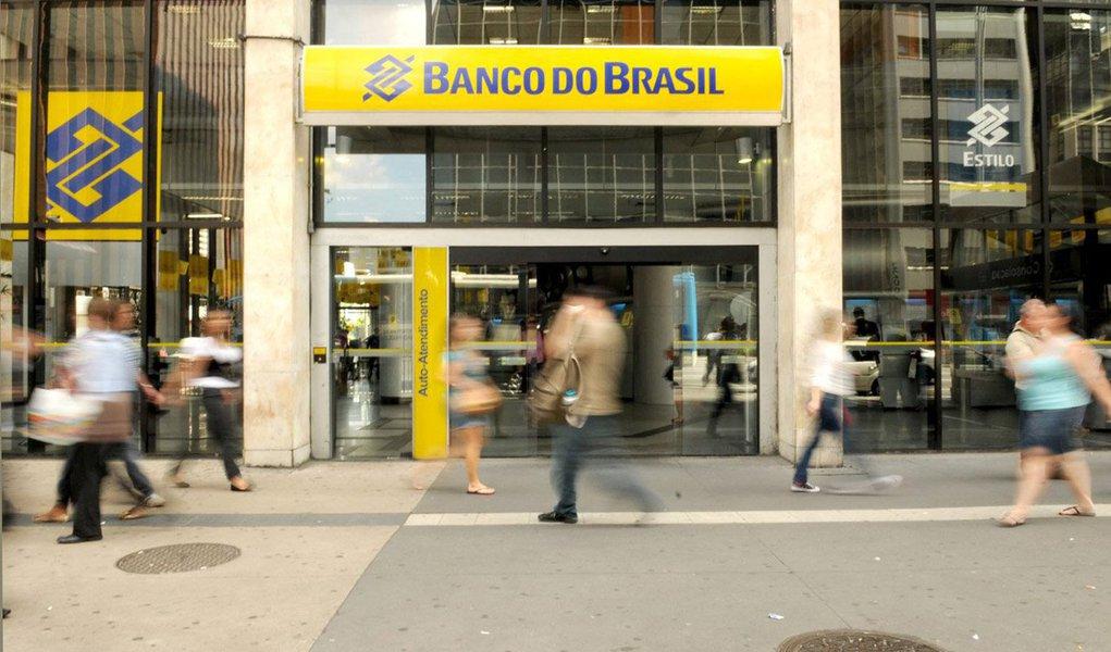 O Banco do Brasil inaugurou nesta sexta (30) a primeira agência de um banco latino-americano na China; o estabelecimento funcionará em Xangai, onde o banco tem um escritório de representação desde 2004; de acordo com o BB, a nova agência atuará principalmente no segmento de atacado e ajudará a ampliar o intercâmbio de comércio e de investimentos entre Brasil e China